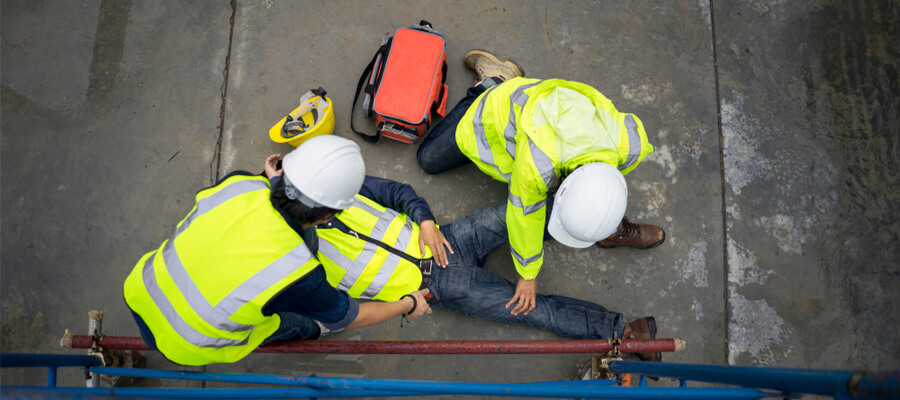 Basic first aid training for support accident on-site